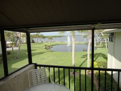 Beautiful Lanai, with awesome views of the bay with a water feature and fountain