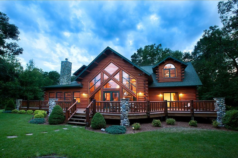Wolf lodge log home on a bluff overlooking vrbo for Vrbo wisconsin cabins