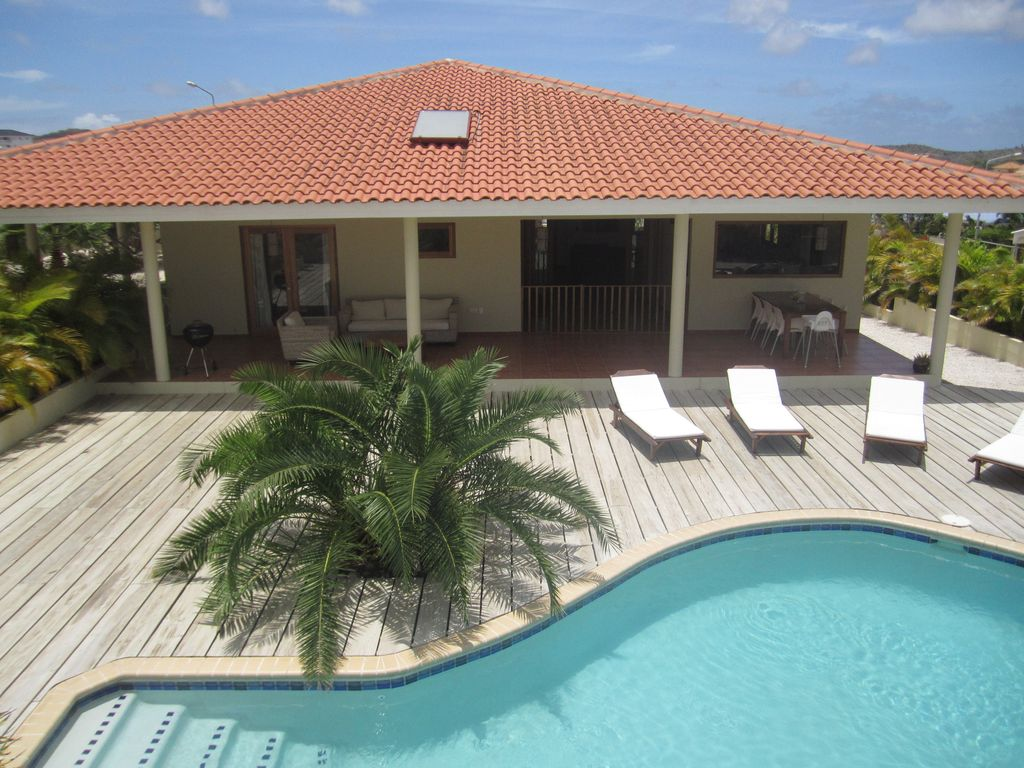 Delicious tropical villa with pool and vrbo for Gartengestaltung villa