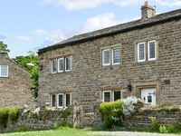 END HOUSE, pet friendly, with a garden in West Burton, Ref 5279