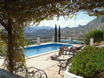 Detached Villa with Pool and large heated Jacuzzi, stunning Mountain Views