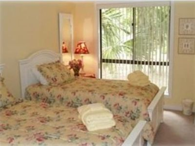 Comfortable guest room with 2 twin beds.