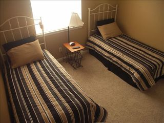 Camdenton condo photo - Guest bedroom with twin beds on main level.