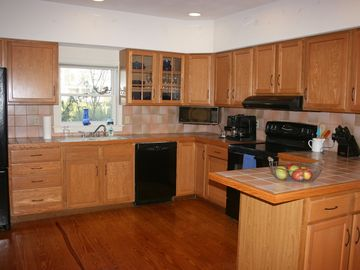 Large well equiped kitchen, great for entertaining. New gas range just installed