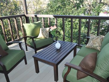 Austin condo rental - Covered patio with comfortable furniture, a gas grill and a view!