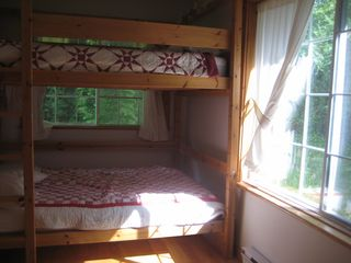 Saint-Sauveur cabin photo - Downstairs bedroom with full-size bunk bed