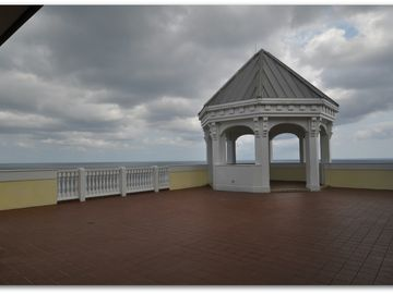 Gazebo on the 11th Floor with great views for photos.