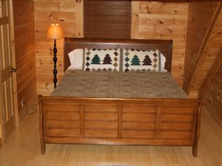 Gatlinburg chalet photo - Plenty of room in this King Sized bed.