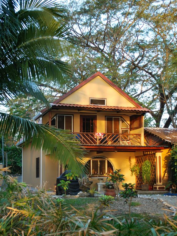 House rental in cabuya costa rica beautiful vrbo for Costa rica house plans