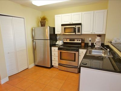 Full kitchen w/ dishwasher and washer/dryer, microwave, blender, coffee, toaster