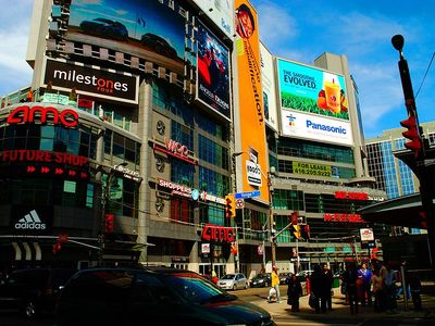 Toronto condo rental - Welcome to Dundas Square Studio