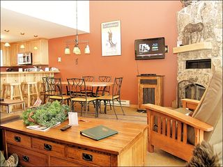 Steamboat Springs townhome photo - Living Room with Vaulted Ceilings, Fireplace, HDTV, & DVD.