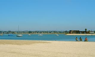Mission Beach condo photo - Sit by the water on the beach bayside. Great fun for families!