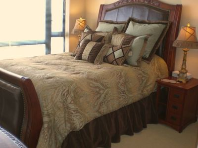 Queen Suite: Master Bedroom,Luxury,Queen-size Cherry-wood and Leather Sleigh bed