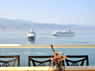 Have your morning breakfast while gazing at the cruise ships!