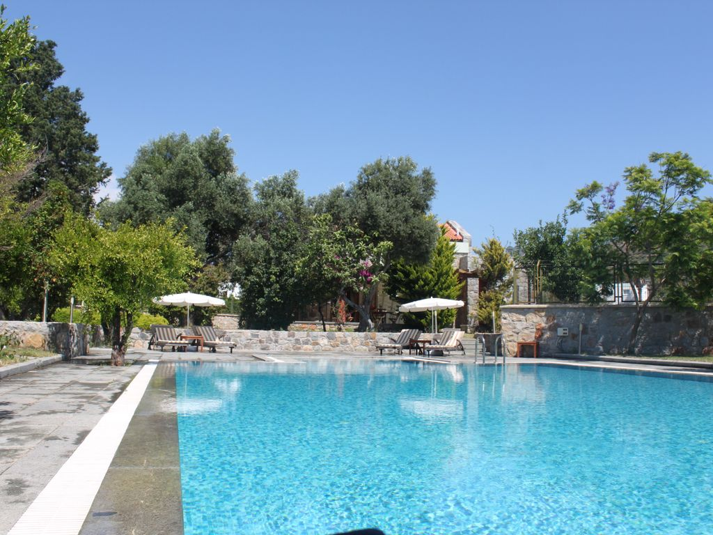 Mandarin villas bodrum self catering villa with for Pool garden marina mandarin