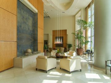 Main Lobby at The Mark featuring wall fountain