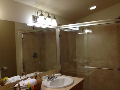 Double Sink & Large Shower