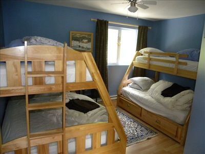 Bedroom 2 (2 double beds (bottom), 2 single beds (top))