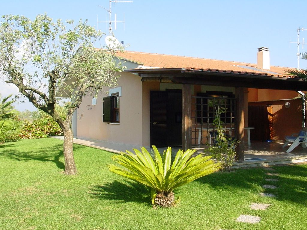 Holiday house at sea between sperlonga and vrbo for Piccole case di campagna francesi