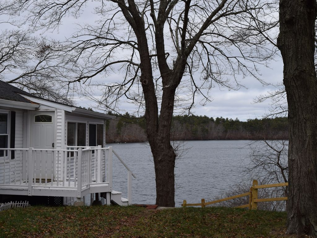 Colbyco morton park plymouth ma vrbo for Lake cabins for rent in massachusetts