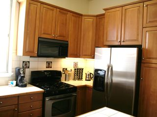 San Francisco apartment photo - Gas stove, refrigerator with ice & water dispenser, coffee maker, toaster etc..