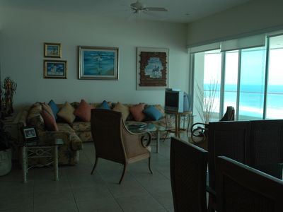 Extraordinary and Exclusive Beachfront Condo in Acapulco