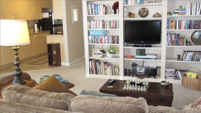 living area with 32inch flat screen TV& wireless internet. Books, movies to use!