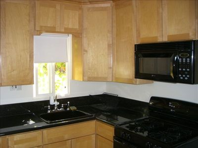 UPPER 1B-FULLY EQUIP GOURMET GRANITE KITCHEN