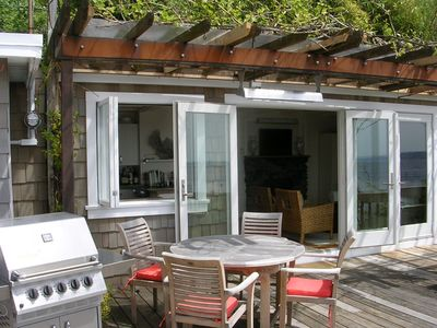 Beach Bungalow: Heater over outside table. Beautiful gas grill on deck.