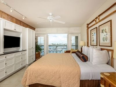 Luxury Waterfront at the Galleon Resort in Old Town
