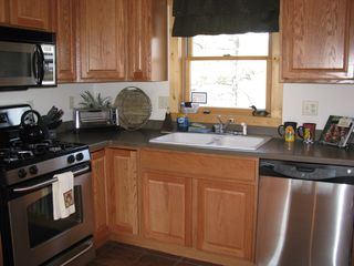 Moorefield cabin photo - Large Kitchen w stainless steel appliances