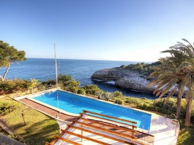 Architecturally appealing luxury villa on the seafront with gorgeous views