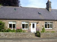 CHEVIOT VIEW, pet friendly, with a garden in Chatton, Ref 1151