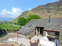THE HAYLOFT, pet friendly, with a garden in Newlands, Ref 9031