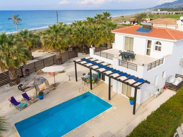 Villa Aspelia: Large Private Pool, Walk to Beach, Sea Views, A/C, WiFi, Eco-Friendly