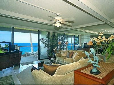 Keauhou villa rental - Oceanfront Living Room