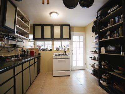 Kitchen, fully equipped for every culinary skill level.