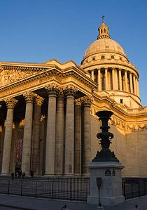 The PANTHEON & RUE MOUFFETARD are only 1 min walking distance!
