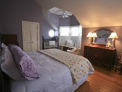 Large Guest Bedroom with Lake Views. King Size Bed