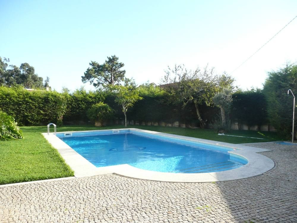 Luxury villa with a great pool and garden 6669933 for Piscine miroir de luxe