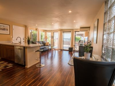 Swanky 1 Bedroom Suite With Partial Lake Washington View Near Beach & Dining