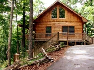 Blue Ridge cabin rental - Flat parking for several vehicles at the top of the driveway