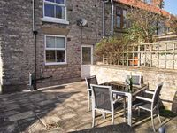 WAYSIDE COTTAGE, family friendly, with a garden in Wrelton, Ref 4109
