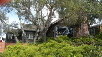 Aptos bungalow rental - Front view of home among the oaks.