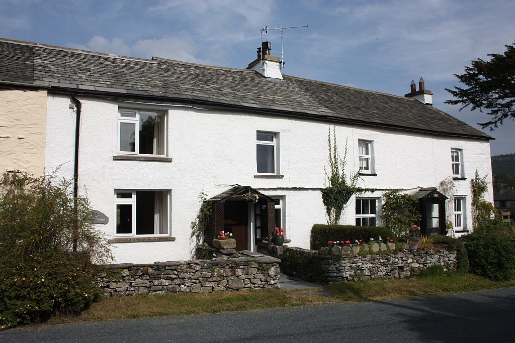 3 Bedroom Cottage In Kendal With Garden From  U00a368  Pn