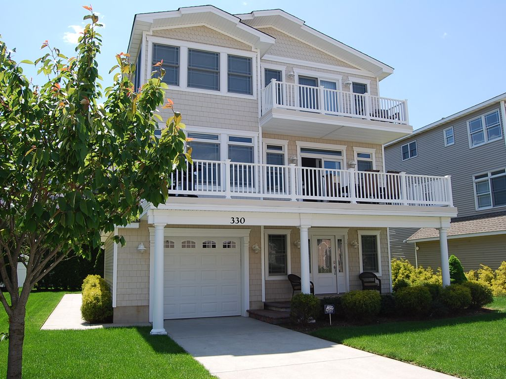 Amazing shore house beach block luxurious vrbo for 6 bed house