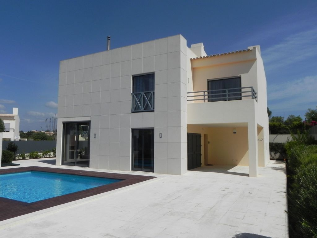 Peaceful house, 180 square meters, close to the beach