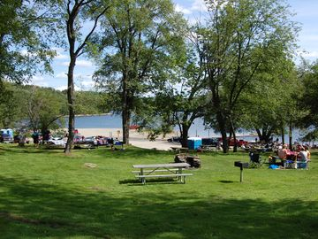 Reservoir less than a mile away 15 miles long with boat and jet ski rentals,