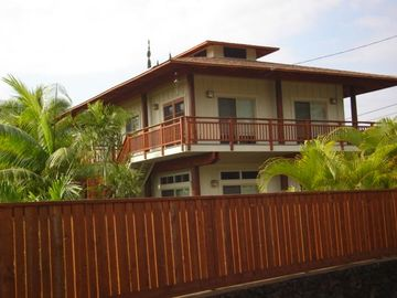 Kealakekua Bay house rental - First view when arriving with huge private fenced and gated yard